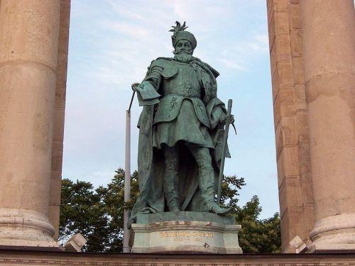 Monument de Gábor Bethlen sur la Place des Héros à Budapest en Hongrie