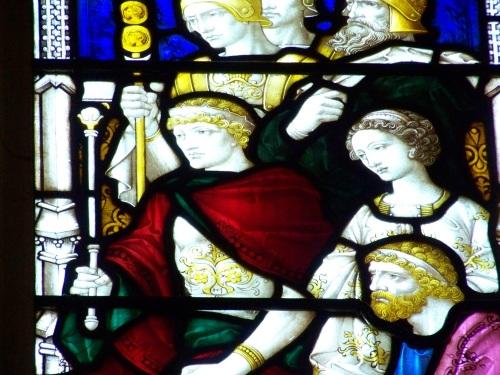De gauche à droite (en omettant les militaires du haut) : Agrippa II roi de Judée « celui qui retient l'homme impie » (2 Th 2), sa soeur Bérénice, et l'apôtre Paul. Vitrail de la cathédrale Saint Paul, Melbourne, Australie